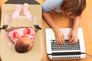Il est encore difficile dans de nombreux pays de concilier maternité et travail.