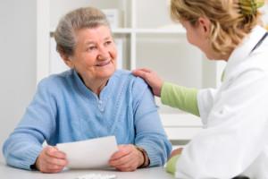 La sur-médications chez les seniors entraînent de forts risques d'effets indésirables.