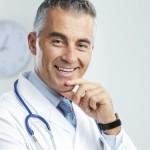 Médecins hospitaliers: les dépassements d'honoraires font grogner